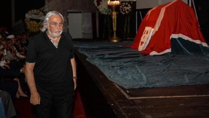 Usta tiyatrocu Tuncer Cücenoğlu son yolculuğuna uğurlandı
