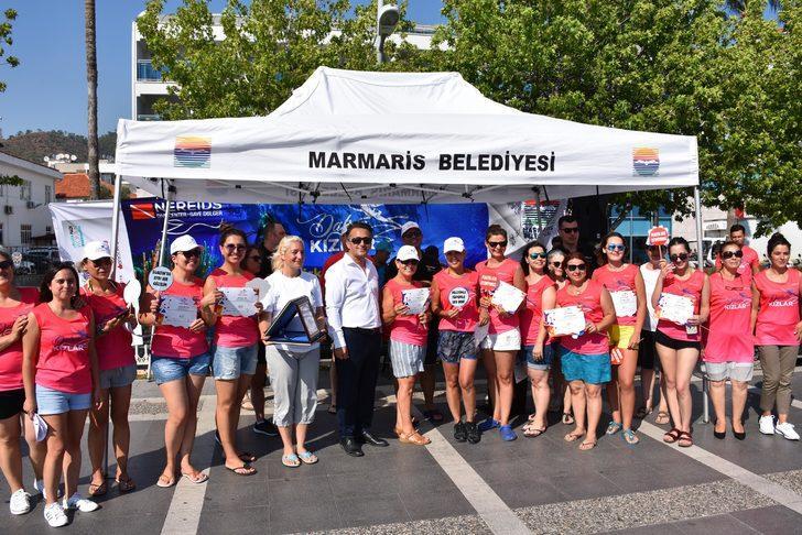 Marmaris'te ilk kez dalış yapan 40 kadın, deniz dibini temizledi