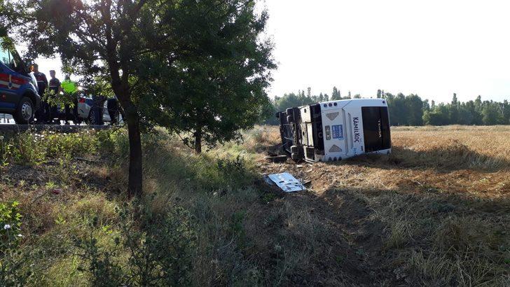 Afyonkarahisar'da yolcu otobüsü devrildi: 7 yaralı