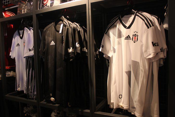 Beşiktaş'ın yeni sezon formaları Hatay'da satışa çıkarıldı