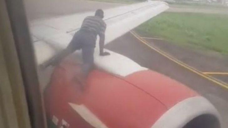 Uçakta büyük panik! Kanadına çıkıp içeri girmeye çalıştı