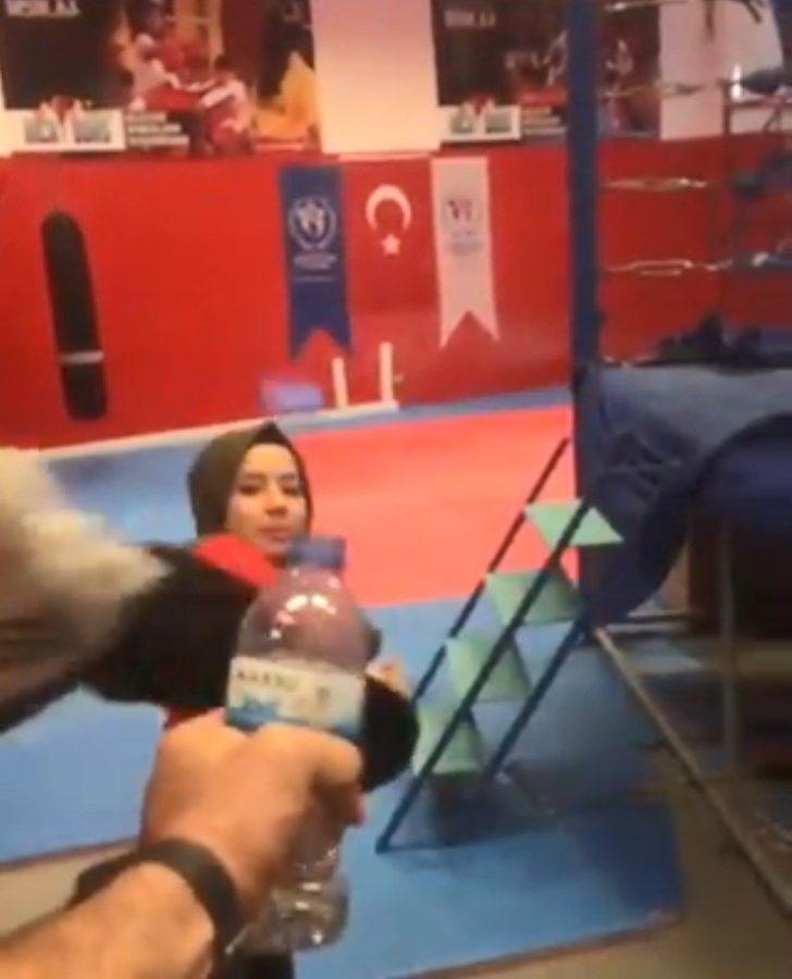 Dünya Şampiyonu Hayriye'den 'Bottle Cap Challenge' videosu