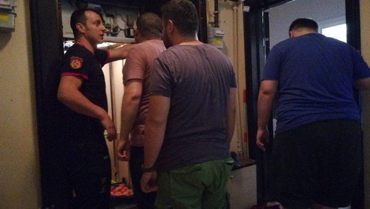 Asansörde mahsur kalan 3 kişiyi itfaiye ekipleri kurtardı