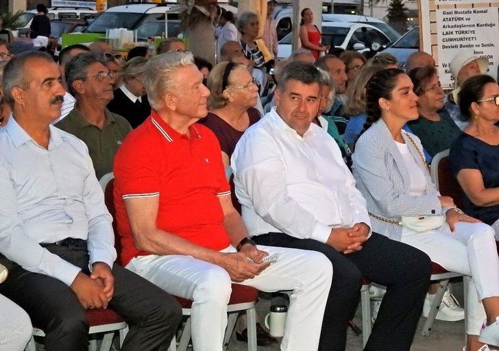 """Çeşme'de """"Ata'ya Saygı"""" etkinliği devam ediyor"""