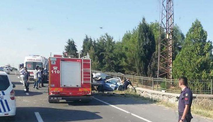 Edirne'de otomobil duvara çarptı! Ölü ve yaralılar var