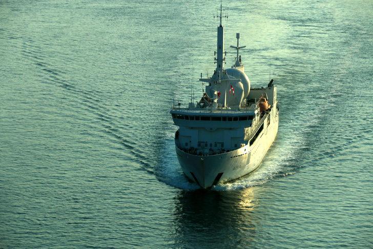 Fransa ve ABD askeri gemileri İstanbul Boğazı'ndan geçti