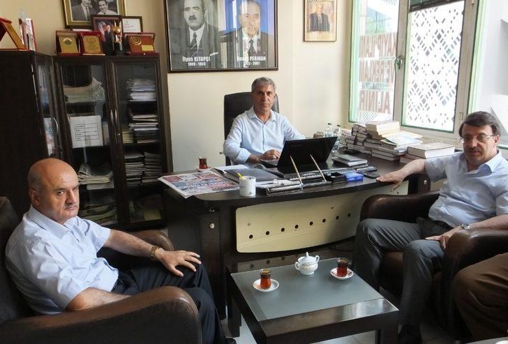 Türkmenoğlu'ndan 82 yaşına ulaşan Vansesi Gazetesi'ne tebrik ziyareti