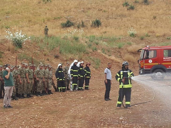 Muş Belediyesinden askerlere yangın eğitimi