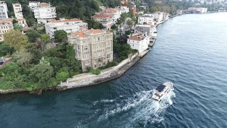 Boğaz'ın şato görünümlü yalısı 550 milyon TL'ye satışta