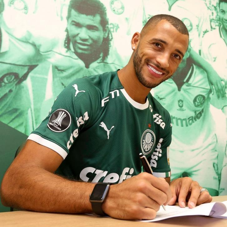 Vitor Hugo Palmeiras ile 5 yıllık sözleşme imzaladı