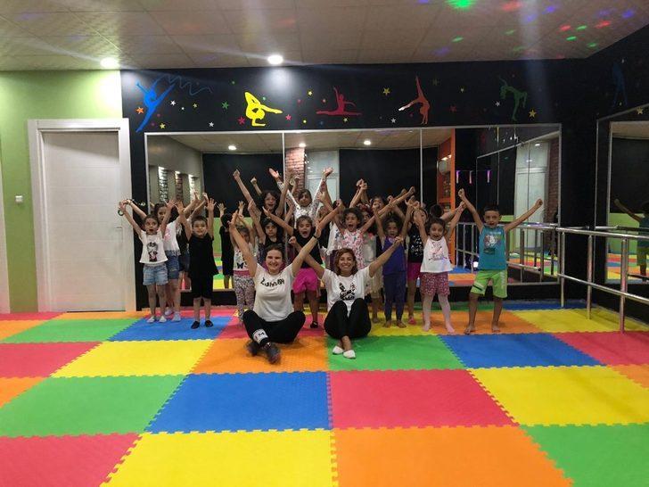 Çocukları spora teşvik etmek için ücretsiz ders veriyor