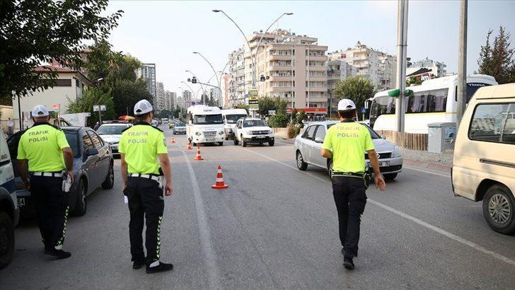 Trafikte son durum! Kurban Bayramı tatili için bugün yola çıkacaklar dikkat