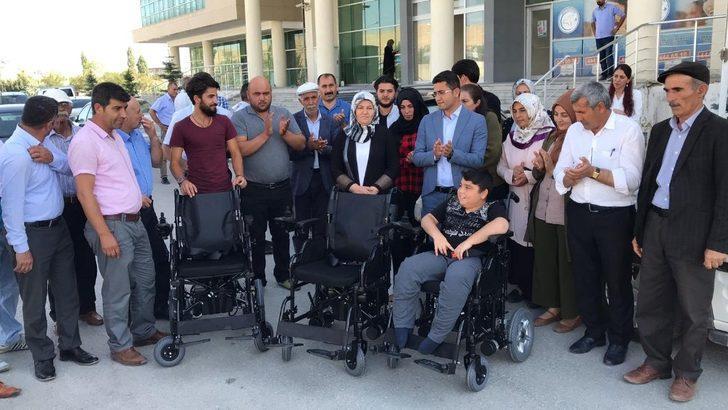 Erciş Belediyesinden engelli vatandaşlara akülü araba