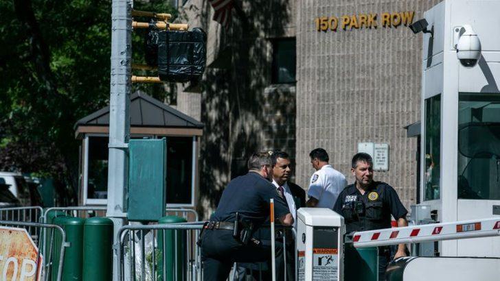 Epstein Cezaevinde İntihar Etti