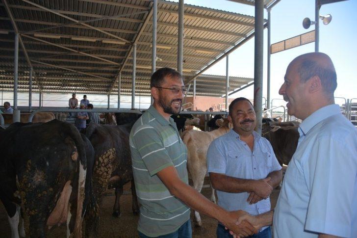 Başkan Bozkurt kurban pazarını ziyaret etti