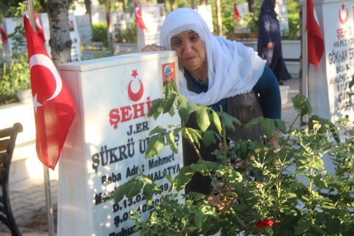 Malatya'da şehitlikte hüzünlü bayram