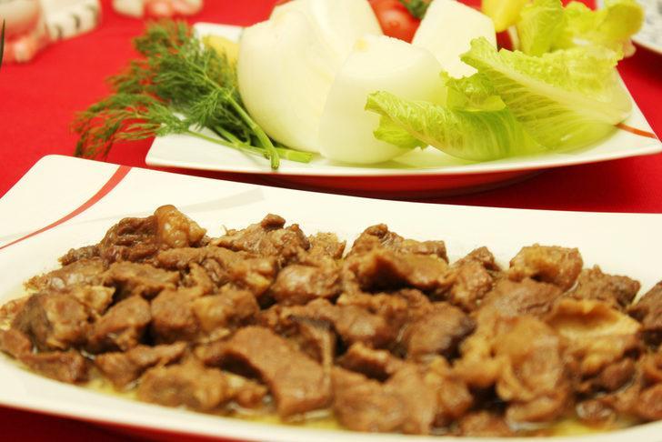 Kurban Bayramı'nda aşırı tatlı ve et tüketimine dikkat edin