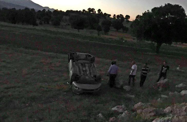 Emet'te takla atan otomobilde 2 kişi yaralandı