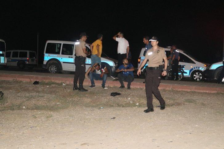 Polisleri alarma geçirdi! Adana'da satırlı saldırgan dehşeti!