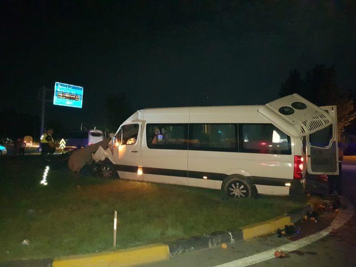 Antalya'da tur minibüsü kamyona arkadan çarptı: 5'i turist 6 yaralı ile ilgili görsel sonucu