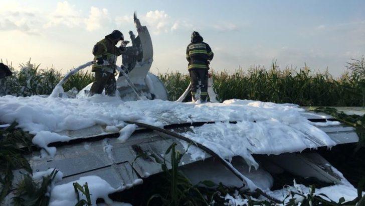Moskova'da Yolcu Uçağı Mısır Tarlasına Acil İniş Yaptı