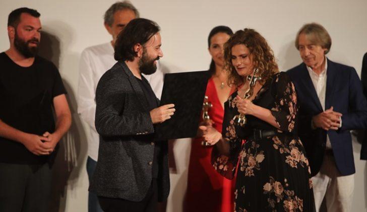 Alican Yücesoy'a En İyi Erkek Oyuncu ödülü