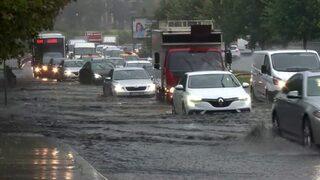 İstanbul'da yağış toplu ulaşımı vurdu!