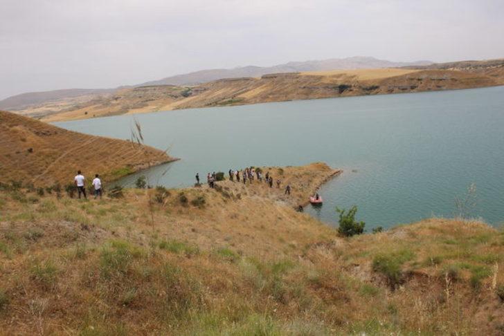 Atatürk Barajı Gölü'ne giren 2 kişi kayboldu