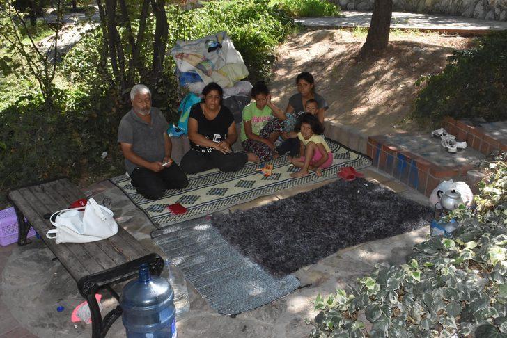 İzmir'de parkta yaşayan ailenin dramı yürekleri burkuyor