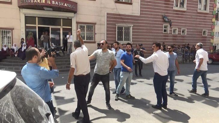 Oğlunun HDP'liler tarafından dağa kaçırıldığını öne süren anne ile HDP'liler arasında gerginlik