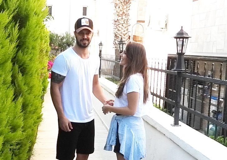 Murat Boz ve Aslı Enver'den aile ziyareti!