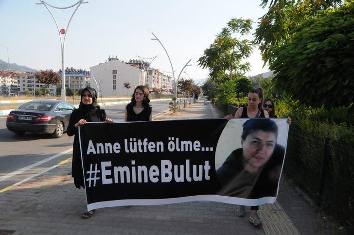 Tunceli'de 4 kadın, Emine Bulut cinayetine tepki için5 kilometre yürüdü