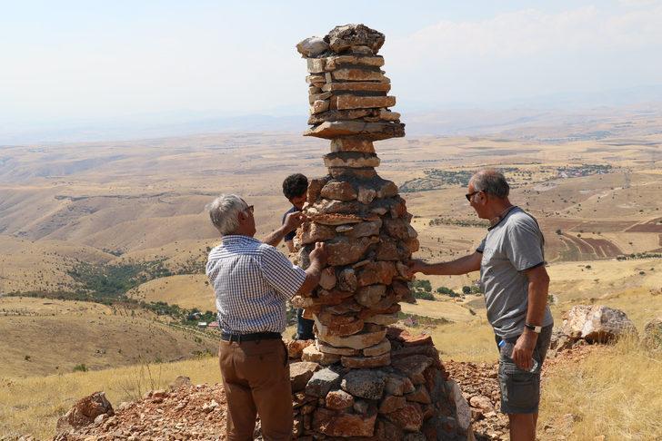 'Kulluk' geleneğinin sürdürüldüğü köye 'Semah' heykeli