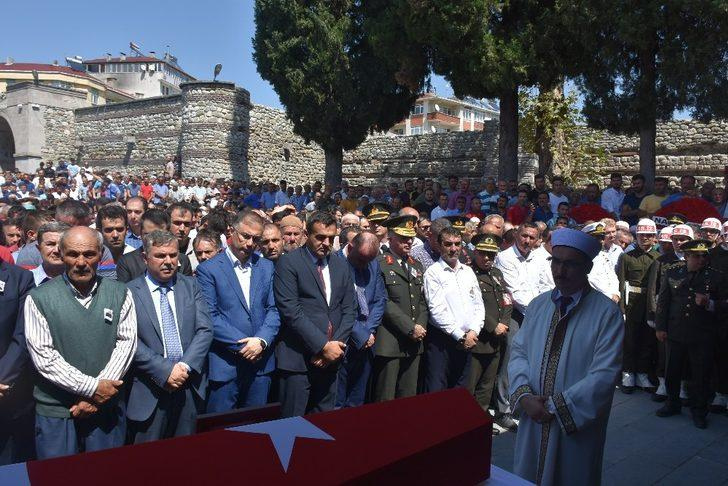 Şehit Uzman Onbaşı İdris Gezer, gözyaşları ile toprağa verildi