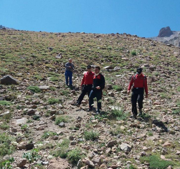 Erciyes'te mahsur kalan dağcıyı jandarma kurtardı