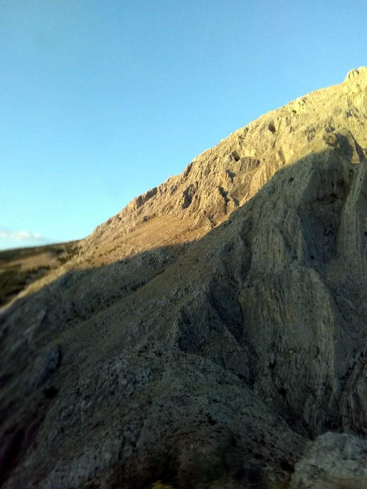Düştüğü kayalıklarda mahsur kalan genç kız kurtarıldı