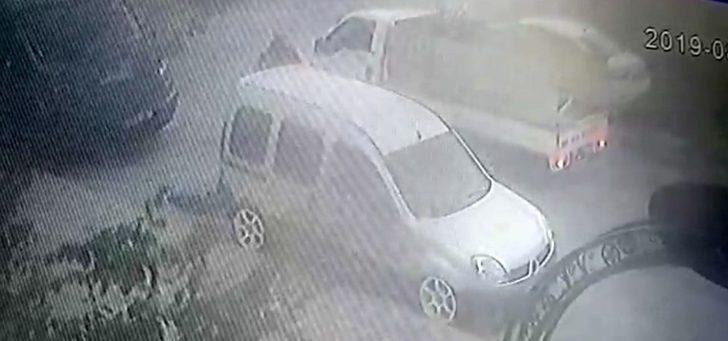 (Özel) Araçtan 5 bin liralık ses sistemini çalan hırsızlar kamerada