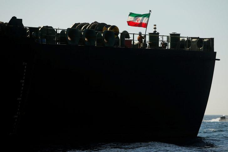 Cebelitarık'tan ayrılan İran petrol tankeri varış noktasını Türkiye'ye değiştirdi