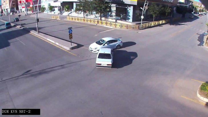 Trafik kazaları kameralara yansıdı