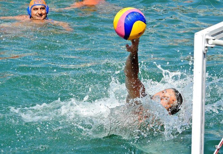 Çeşme Marina'da su topu heyecanı