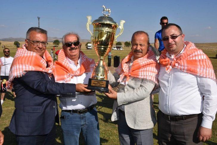 Rahvan At Yarışlarında kupa sahiplerini buldu