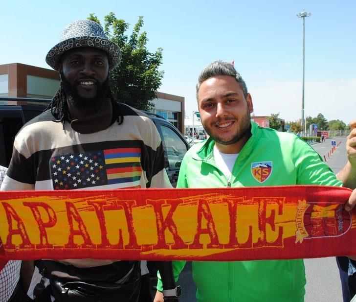 Emmanuel Adebayor Kayseri'ye geldi