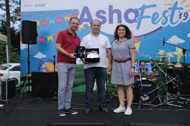 Assan Hanil uzun yıllar görev yapan çalışanlarını ödüllendirdi
