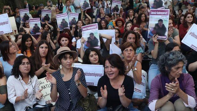 Kadın hakları savunucuları 2019'daki Emine Bulut cinayetinin ardından İstanbul Sözleşmesi'nin uygulanması çağrısıyla Türkiye'nin pek çok kentinde protesto gösterisi düzenlemişti.