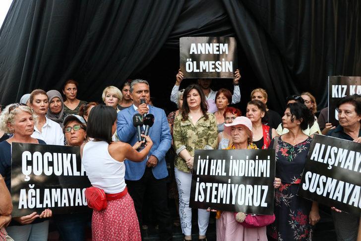 Alyazma Anıtı, kadın cinayetlerine tepki için siyah örtüyle kapatıldı