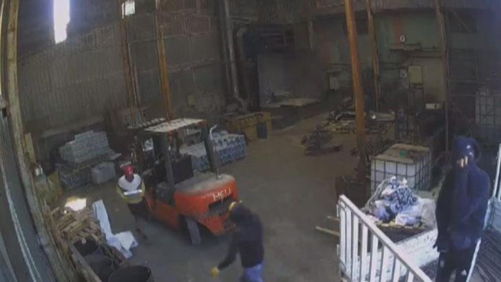 Esenyurt'taki çinko hırsızları güvenlik kamerada