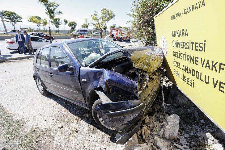 Otomobil duvara çarptı: 4 öğretmen yaralı