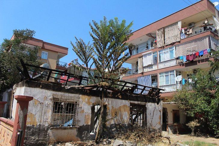 Antalya'da metruk binada yangın