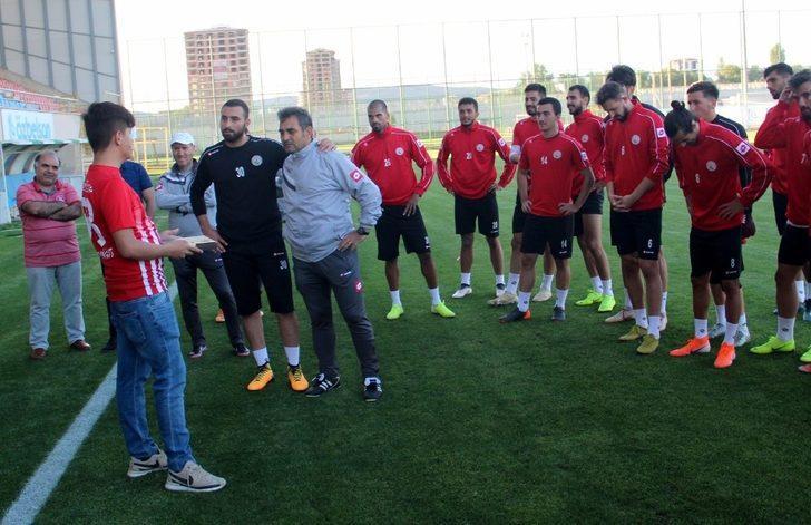 Taraftarlardan Sivas Belediyespor'a moral ziyareti