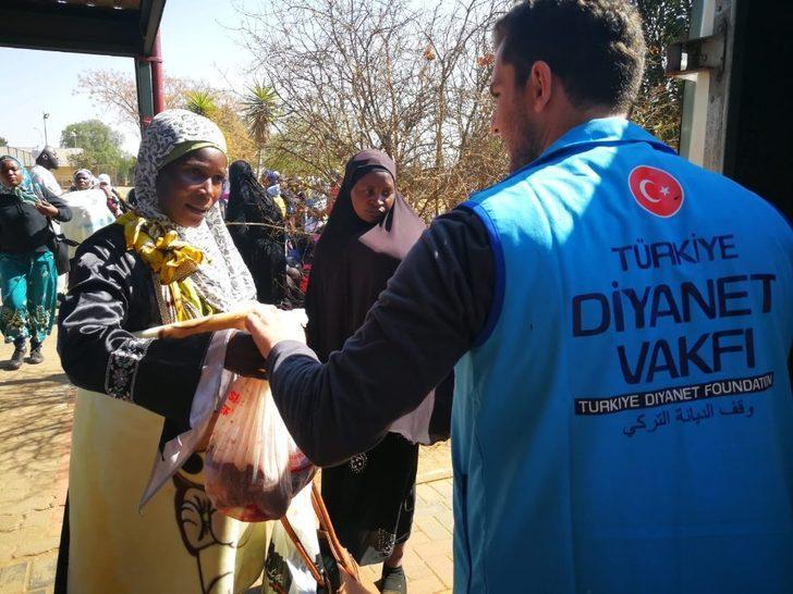 TDV Mandela'nın doğduğu köye kurban yardımında bulundu